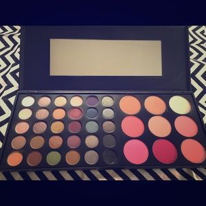 BH Cosmetics Special Occasions Palette